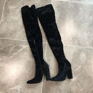 Crushed velvet thigh high boots🖤
